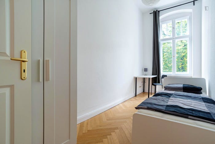 Very cool single bedroom in Hohenzollerndamm  - Gallery -  2