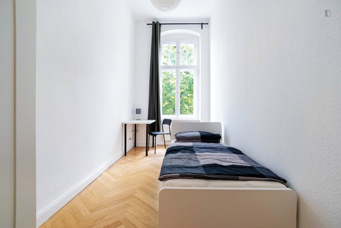 Very cool single bedroom in Hohenzollerndamm  - Gallery -  1