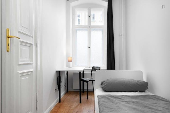 Welcoming single bedroom in Moabit  - Gallery -  6