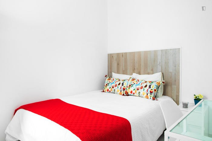 Very neat double bedroom in historic Barrio Gótico  - Gallery -  1