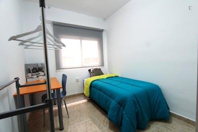 Colourful single bedroom in sunny Alicante
