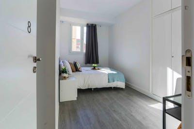 Welcoming double bedroom in Delicias  - Gallery -  1
