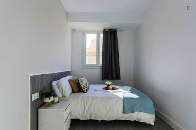 Welcoming double bedroom in Delicias  - Gallery -  2