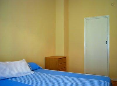Warm single bedroom in a 3-bedroom flat near Roma Park  - Gallery -  3