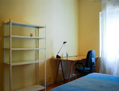 Warm single bedroom in a 3-bedroom flat near Roma Park  - Gallery -  2