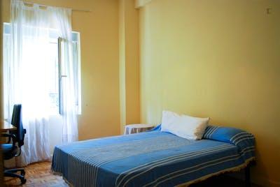 Warm single bedroom in a 3-bedroom flat near Roma Park  - Gallery -  1
