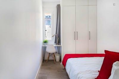 Sublime double bedroom near Mercado de San Fernando  - Gallery -  1