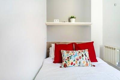 Sublime double bedroom near Mercado de San Fernando  - Gallery -  3
