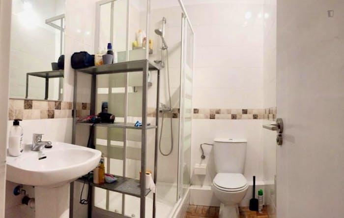 Very nice double bedroom in an 8-bedroom flat, in the Cortes neighbourhood  - Gallery -  5