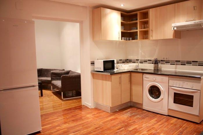 Very nice double bedroom in an 8-bedroom flat, in the Cortes neighbourhood  - Gallery -  3