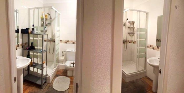 Very nice double bedroom in an 8-bedroom flat, in the Cortes neighbourhood  - Gallery -  6