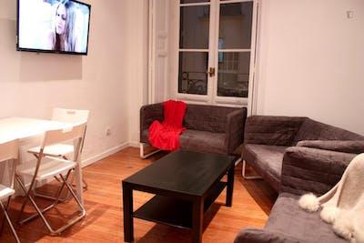 Very nice double bedroom in an 8-bedroom flat, in the Cortes neighbourhood  - Gallery -  2