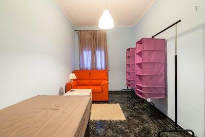 Very nice single bedroom in the well-connected Ventas neighbourhood  - Gallery -  1