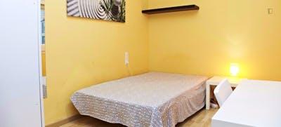Warm and pleasant double bedroom near the Vallarca metro  - Gallery -  1
