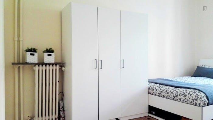 Welcoming double bedroom near Universidad Pontificia Comillas ICAI-ICADE  - Gallery -  2
