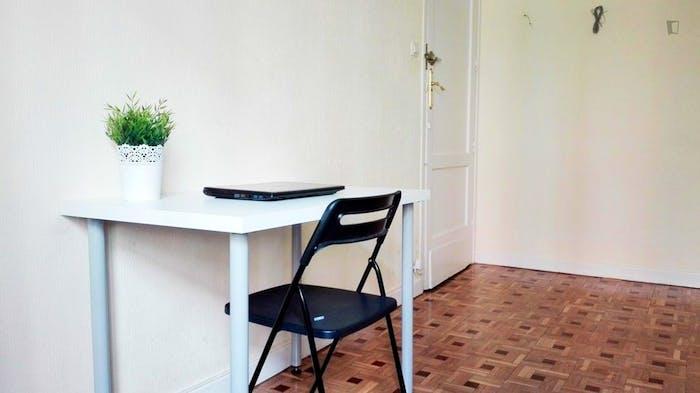 Welcoming double bedroom near Universidad Pontificia Comillas ICAI-ICADE  - Gallery -  4