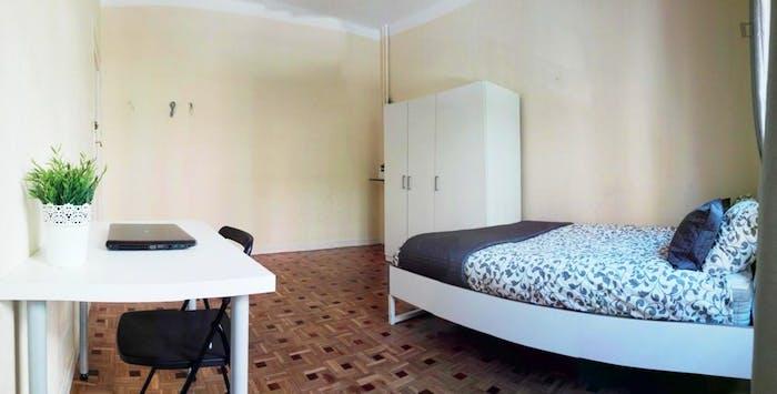 Welcoming double bedroom near Universidad Pontificia Comillas ICAI-ICADE  - Gallery -  3