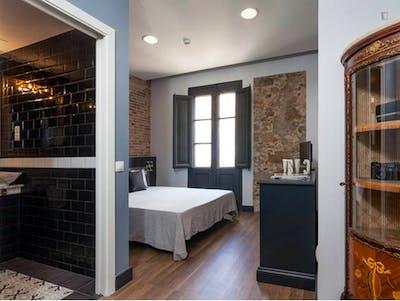 Vintage double ensuite bedroom w/bathroom Gracia north, in co-living house 1.3  - Gallery -  1
