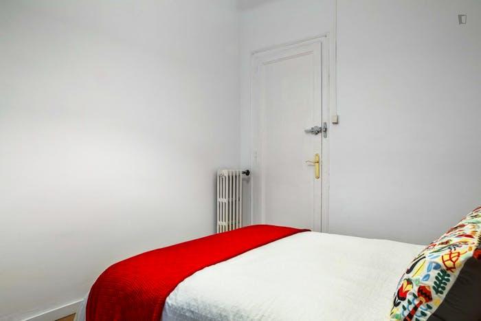 Very nice double bedroom in El Camp de l'Arpa del Clot  - Gallery -  4