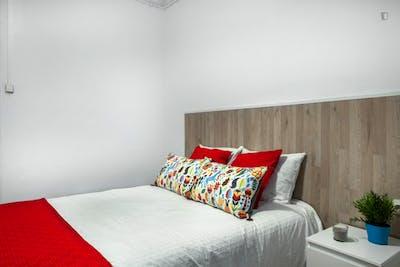 Very nice double bedroom in El Camp de l'Arpa del Clot  - Gallery -  3