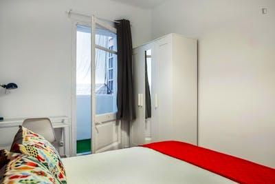 Very nice double bedroom in El Camp de l'Arpa del Clot  - Gallery -  2