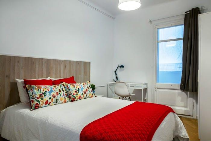 Very nice double bedroom in El Camp de l'Arpa del Clot  - Gallery -  1