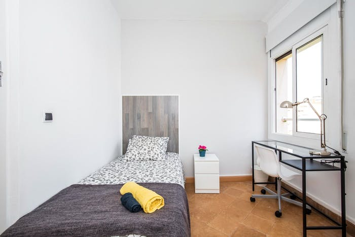 Welcoming single bedroom near the Clot metro  - Gallery -  2