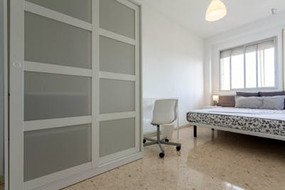 Welcoming double bedroom in a student flat, in Camins al Grau  - Gallery -  1