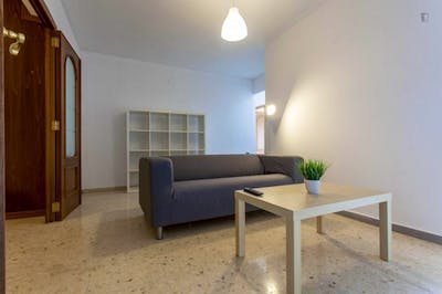 Welcoming double bedroom in a student flat, in Camins al Grau  - Gallery -  3