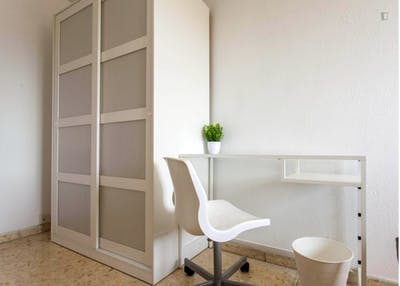 Welcoming double bedroom in a student flat, in Camins al Grau  - Gallery -  2