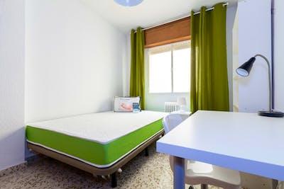 Sunny single bedroom in a flat, close to Universidad de Granada - Campus Fuentenueva  - Gallery -  2