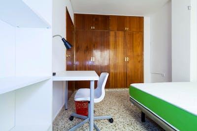 Sunny single bedroom in a flat, close to Universidad de Granada - Campus Fuentenueva  - Gallery -  3