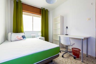 Sunny single bedroom in a flat, close to Universidad de Granada - Campus Fuentenueva  - Gallery -  1