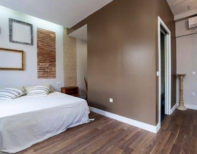 Vintage double ensuite bedroom w/bathroom Gracia north, in co-living house 1.2  - Gallery -  3