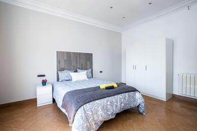 Tasteful double bedroom near the El Clot-Aragó train station  - Gallery -  2