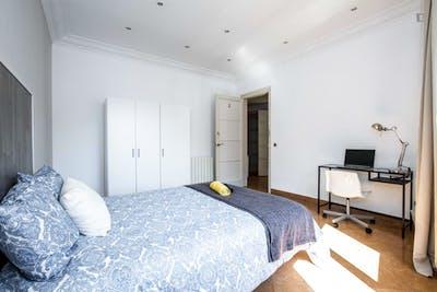 Tasteful double bedroom near the El Clot-Aragó train station  - Gallery -  3