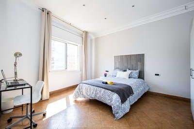 Tasteful double bedroom near the El Clot-Aragó train station  - Gallery -  1