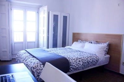 Super central double bedroom in 9-room apartment  - Gallery -  1