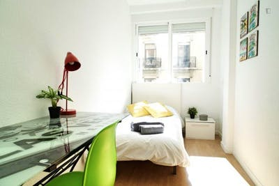 Sublime single bedroom near the Arguelles metro station  - Gallery -  1