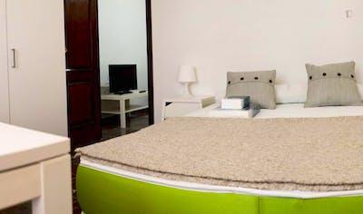 Sunny single bedroom in a flat, near Escuela Tecnica Superior de Arquitectura  - Gallery -  2