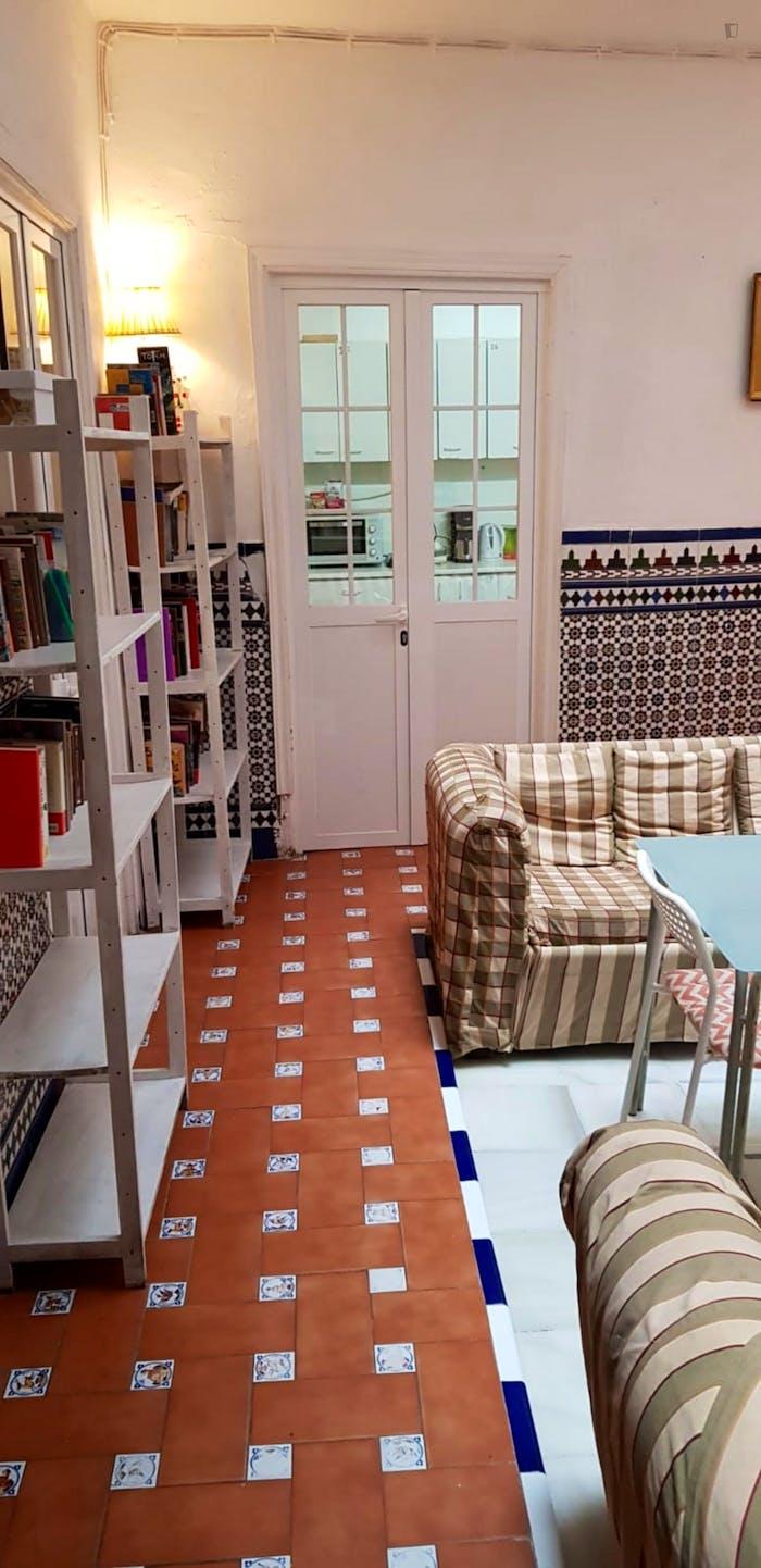 Very cosy double bedroom in Regina  - Gallery -  3