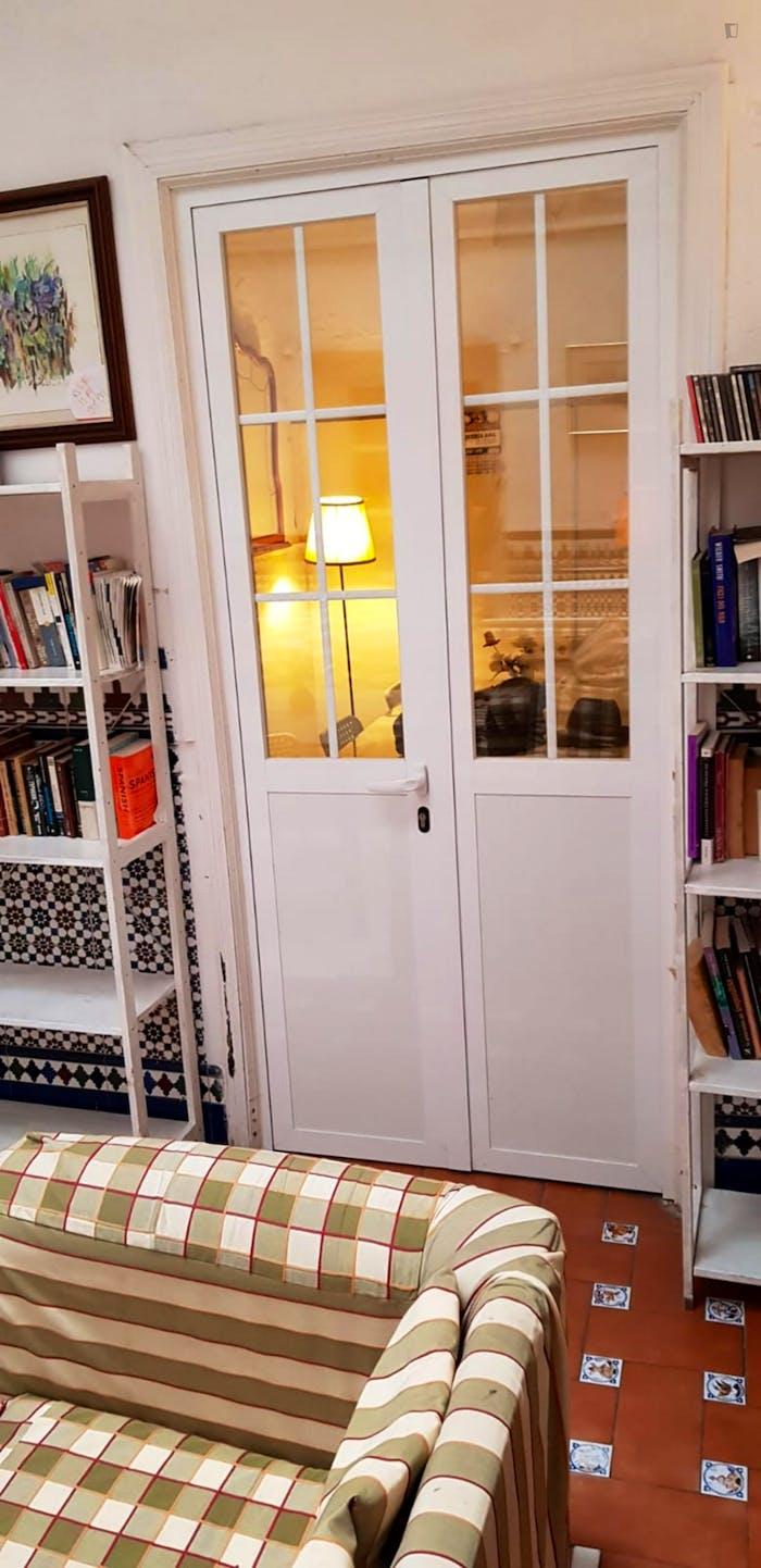 Very cosy double bedroom in Regina  - Gallery -  4
