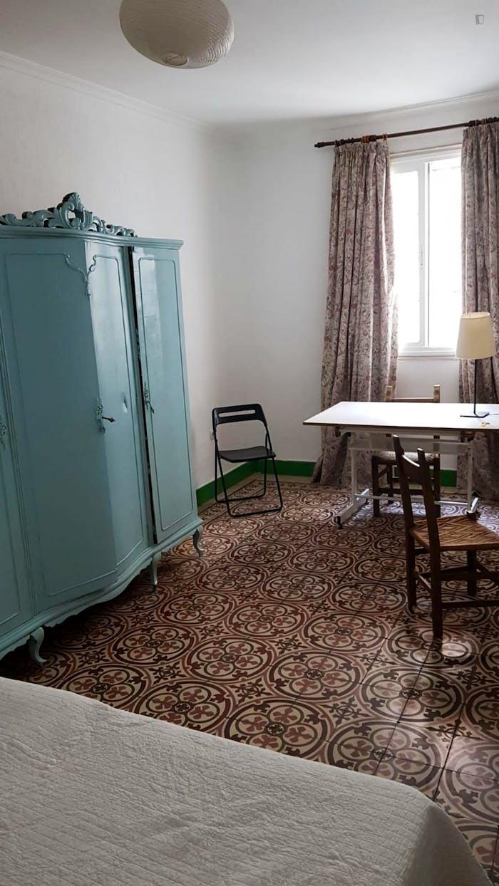 Very cosy double bedroom in Regina  - Gallery -  2
