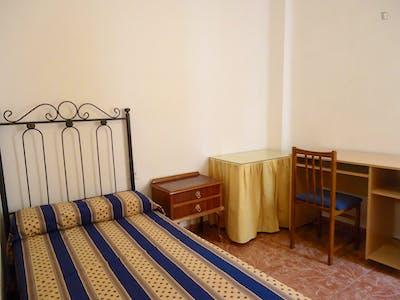 Pleasant single bedroom in Ciudad Jardin
