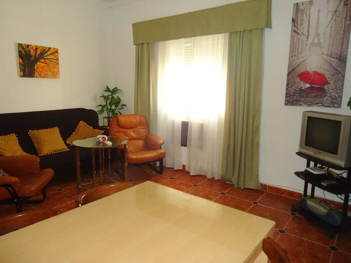 Well-lit single bedroom in Ciudad Jardin  - Gallery -  6