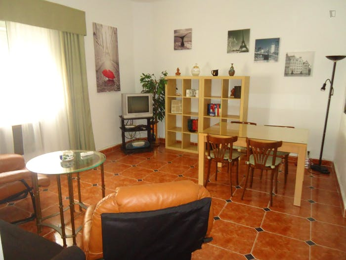 Well-lit single bedroom in Ciudad Jardin  - Gallery -  5
