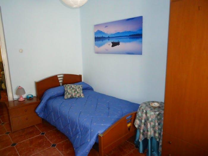 Well-lit single bedroom in Ciudad Jardin  - Gallery -  3