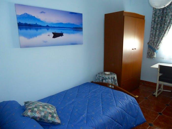 Well-lit single bedroom in Ciudad Jardin  - Gallery -  2