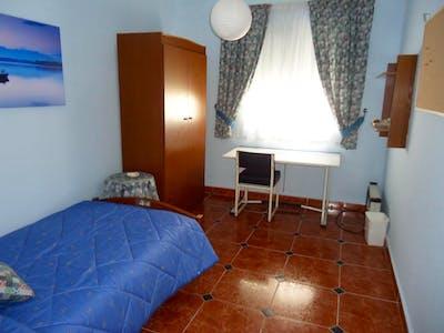 Well-lit single bedroom in Ciudad Jardin  - Gallery -  1