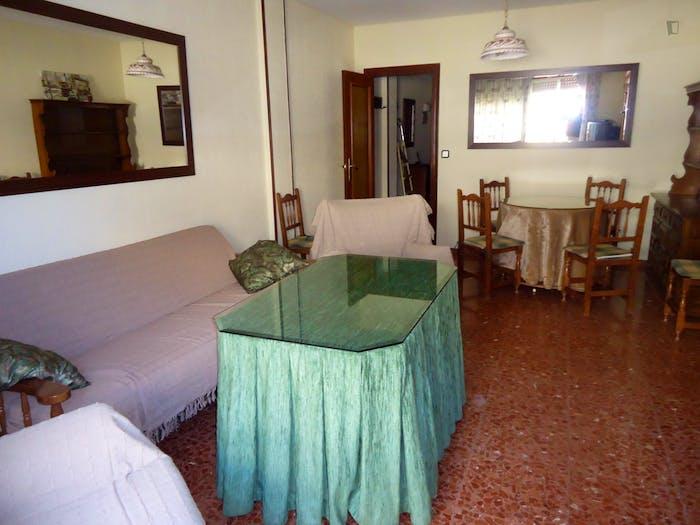 Welcoming double bedroom in Ciudad Jardin  - Gallery -  5